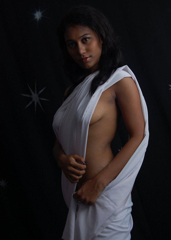 Hot indian girl in saree